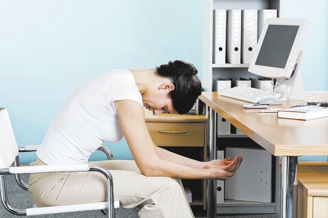 Praca w biurze - jak uniknąć bólu pleców?