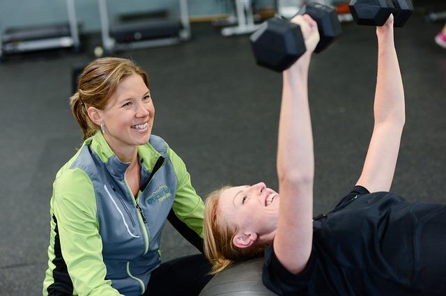 Dlaczego warto ćwiczyć z instruktorem fitness?
